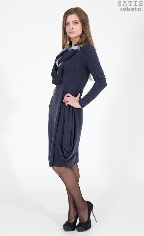 Платье трикотажное синее с витражной подвеской